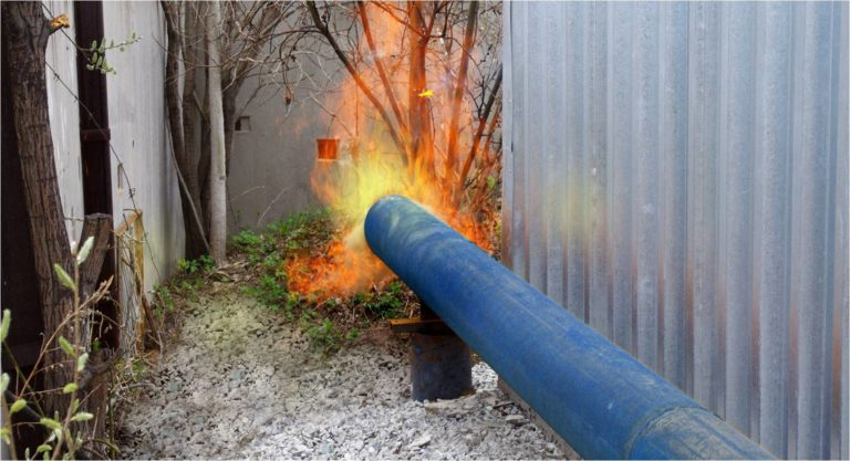 Фото 5. Факел разогревочной свечи. Перевод парового котла ДЕ-6.5-14 с природного на генераторный газ. Утилизация лузги крупяного завода.